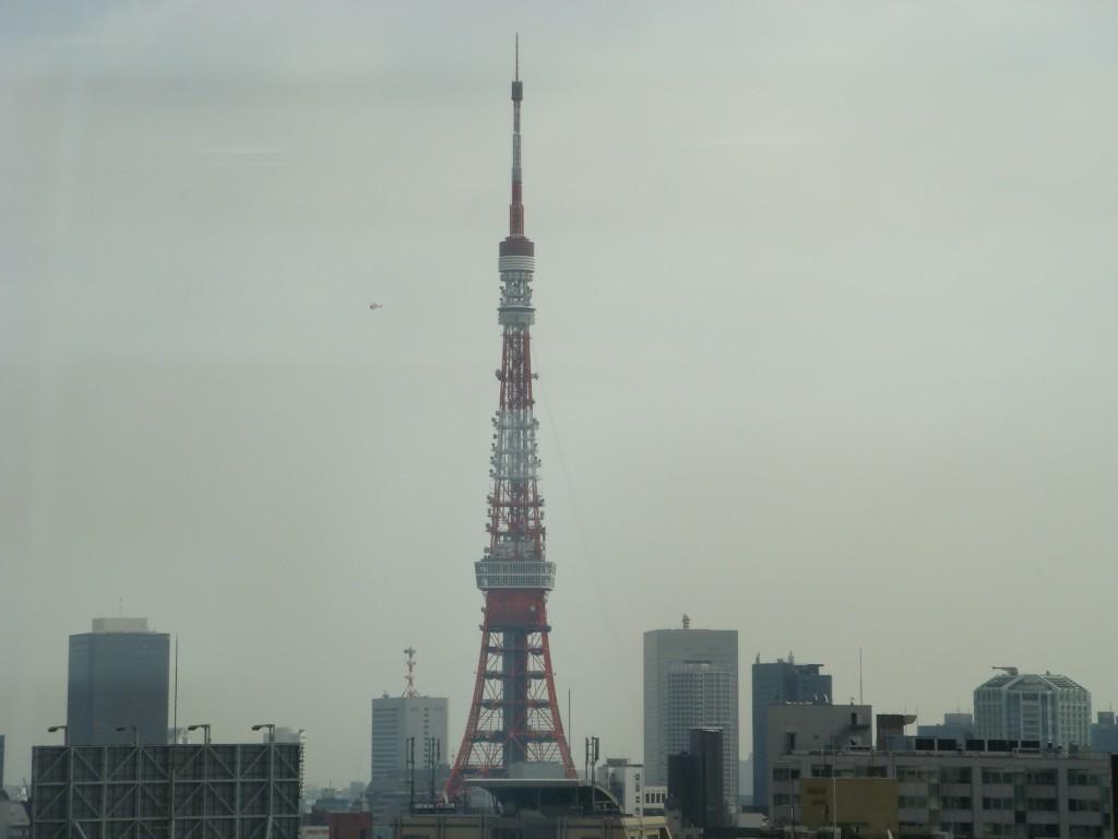 東京タワーとヘリコプター